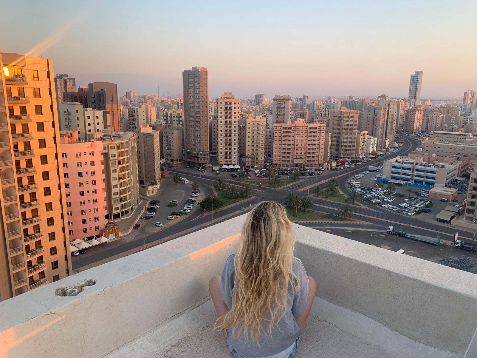 Cwrdd Lynne Hughes – Kuwait